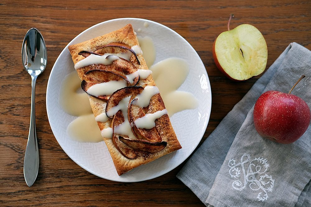 Enkel och snabb äppelkaka på smördegsplatta – Husligheter